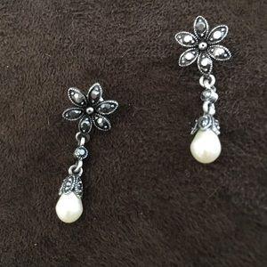 Sterling silver earrings with drop/dangling pearl